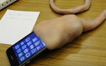 Dieses eklige Ding saugt an Deinem iPhone – Schau das Video an!
